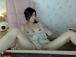 Nuvid korean beauty shows her big boobs