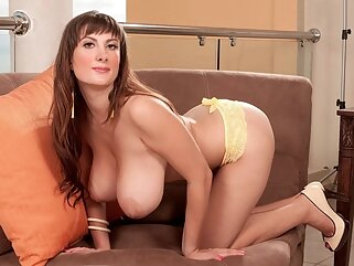 Nuvid big tits high heels milf
